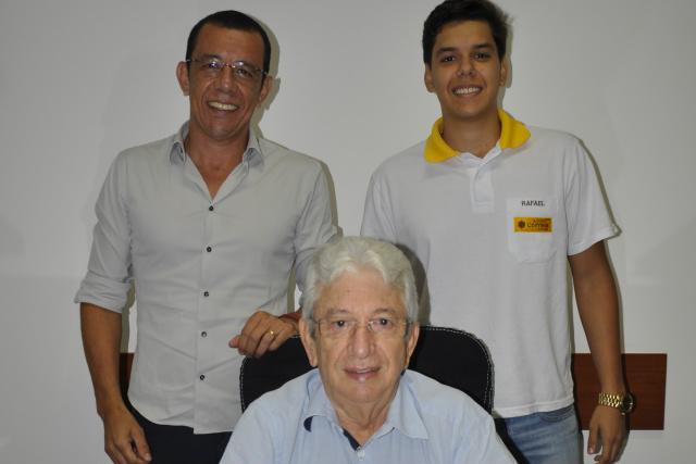 Imobiliária Colmeia comemora 40 anos com três gerações dos Barbosa: Rui Barbosa, Rui Barbo-sa Jr. e Rafael Barbosa. - Crédito: Foto: Hedio Fazan