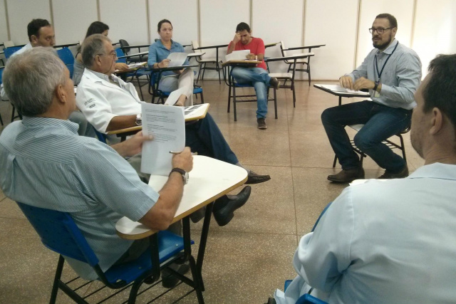 Reunião do grupo de trabalho para implantação do Ambulatório de Investigação do Zika Vírus do HU-UFGD. -