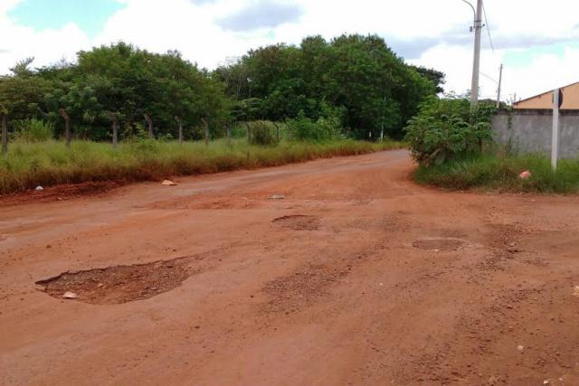 Via Parque, nas proximidades da Vila Cachoeirinha, está praticamente intransitável, devido a quantidade de buracos. - Crédito: Foto: Divulgação