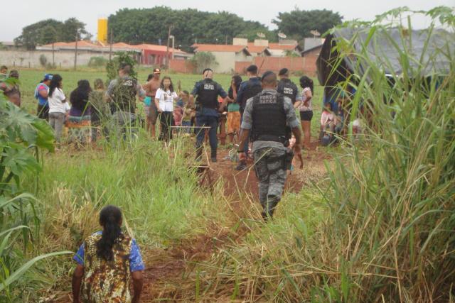Policiais militares estiveram na área e orientaram indígenas a permanecer no local de forma pacífica. - Crédito: Foto: Cido Costa