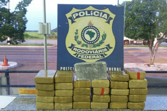 Droga apreendida pela PRF totalizou 30 quilos de cocaína. - Crédito: Foto: Divulgação/PRF