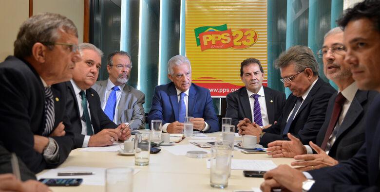 Líderes de partidos de oposição na Câmara anunciam a criação de um comitê pró-impeachment. - Crédito: Foto: Antônio Cruz/Agência Brasil