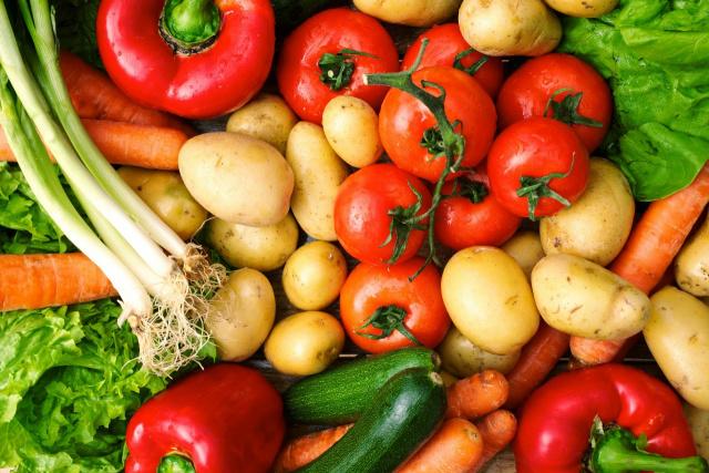 No grupo alimentação, destacam-se individualmente a cenoura, com alta de 24,26%, a cebola - Crédito: Foto: Reprodução