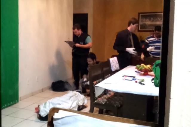 Cena do crime ocorrido na noite de segunda-feira em Dourados; homem foi morto com cinco tiros. - Crédito: Foto: Cido Costa/Dourados Agora