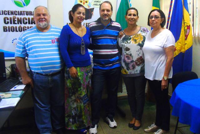 Prefeito Foroni com os professores Hamilton, Luiza Cristina e Dalva e a vereadora Belinha. - Crédito: Foto: Assessoria
