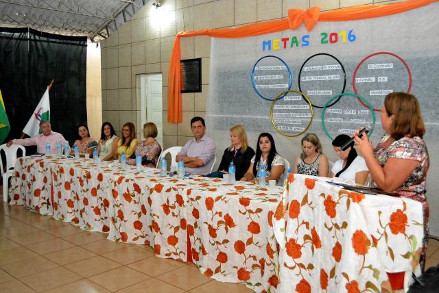 Semec de Bataguassu abre ano escolar de 2016 com jornada pedagógica. O ato foi realizado na sede do Sindicato Municipal dos Trabalhadores em Educação - Crédito: Simted