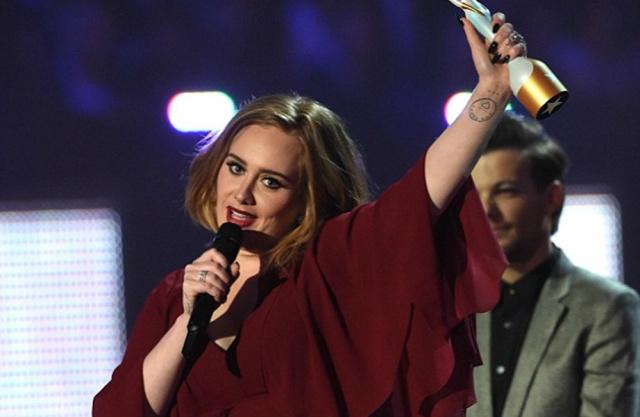 Adele ganhou prêmios de melhor álbum, artista, single e sucesso global na 36ª edição do Brit Awards 2016. - Crédito: Foto: Divulgação