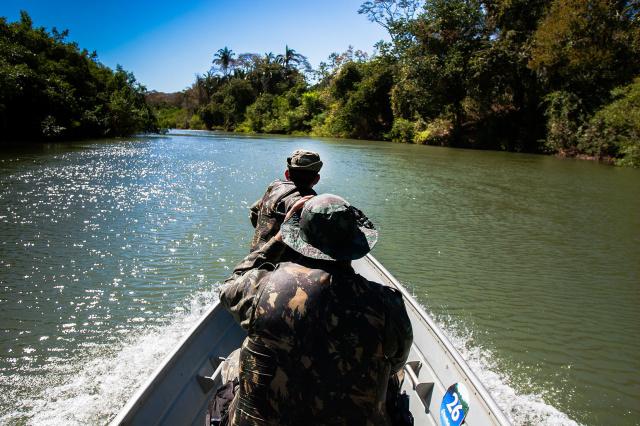 Para garantir a fiscalização  nos rios e cachoeiras, a polícia montou postos em Água Clara, Rochedo, Santa Rita do Pardo. - Crédito: Foto: Divulgação