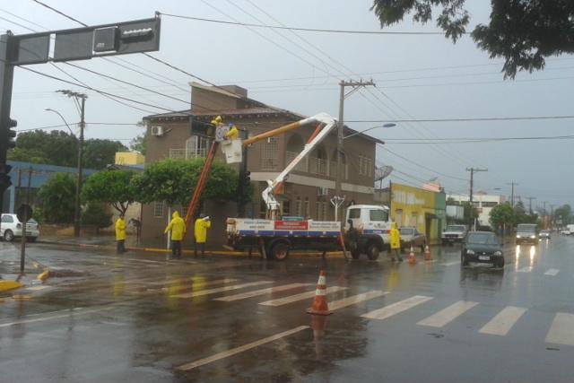 Pavimentação na Avenida Augusto Lopes, principal acesso ao bairro Pro Moradia XIV. - Crédito: Foto: Assessoria