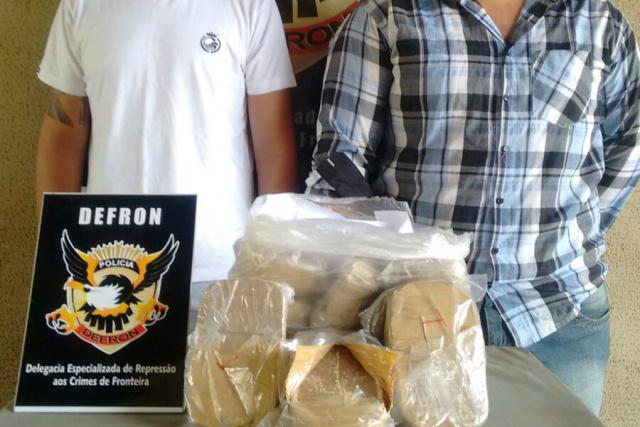No aeroporto municipal, dupla residente em Dourados tentava embarcar com 13 quilos de cocaína. - Crédito: Foto: Divulgação/DEFRON