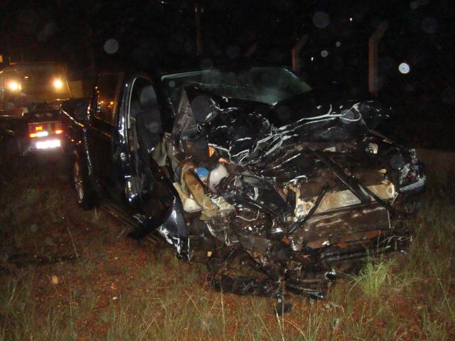 Veículo Amarok transportava 5 pessoas, das quais, 3  morreram. Outras duas estão internadas  em estado que inspira cuidados. - Crédito: Foto: Cido Costa