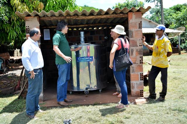 Propriedade de Wilson Souza Dantas recebeu um dos equipamentos que acomoda a produção de leite de quatro produtores, onde são produzidos 100 litros de leite por dia. - Crédito: Foto: Divulgação