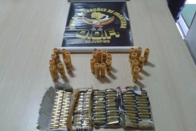 Na MS-164, policiais encontraram 175 munições dos calibres 22, 20 e 38. - Crédito: Foto: Divulgação