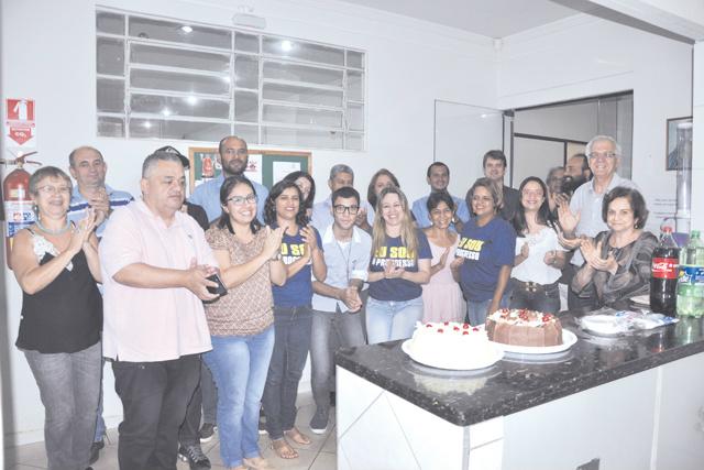 Mensalmente, comemoramos o aniversário dos funcionários deste jornal com bolo e parabéns. Deste mês, são: Valéria Araújo - Crédito: assessor jurídico