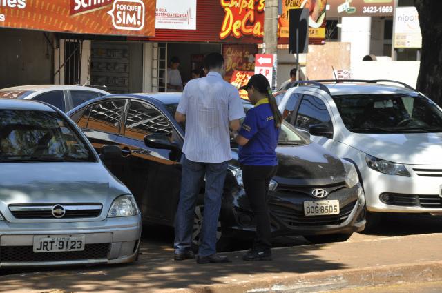 Grande parte dos condutores adquirem crédito com as monitoras. - Crédito: Foto: Hedio Fazan