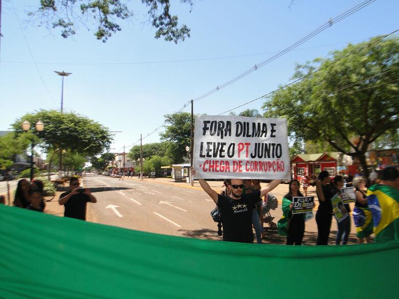 Protestos em Dourados contra o governo do PT. Foto: Carlos Augusto -