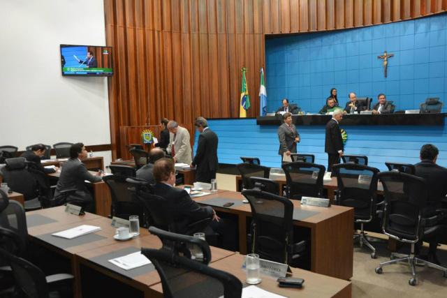 Deputados reservaram parte da sessão de ontem da AL para discutir o cenário da crise nacional. - Crédito: Foto: Divulgação