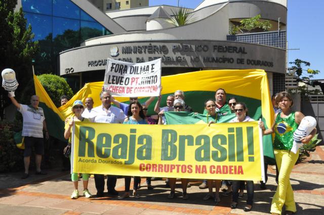 Ato foi realizado ontem em frente a sede do MPF e semana que vem será em outras instituições. - Crédito: Foto: Hedio Fazan