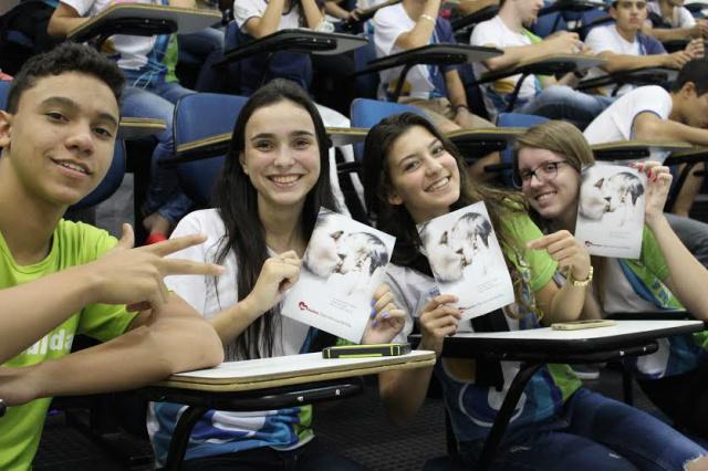 Estudantes durante palestra sobre doação de órgãos. - Crédito: Foto: Divulgação