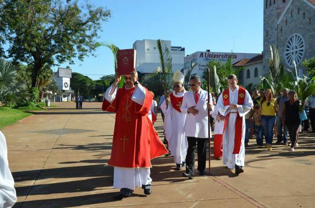 Missa de Ramos realizada ontem na Catedral em Dourados. - Crédito: Foto: Estanislau Sanábria/Rádio coração