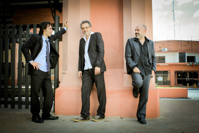 O Trio Hermanos Irmãos utilizam no trabalho a linguagem do universo folk aliado aos ritmos fronteiriços da polca paraguaia e a guarânia. - Crédito: Foto: Divulgação