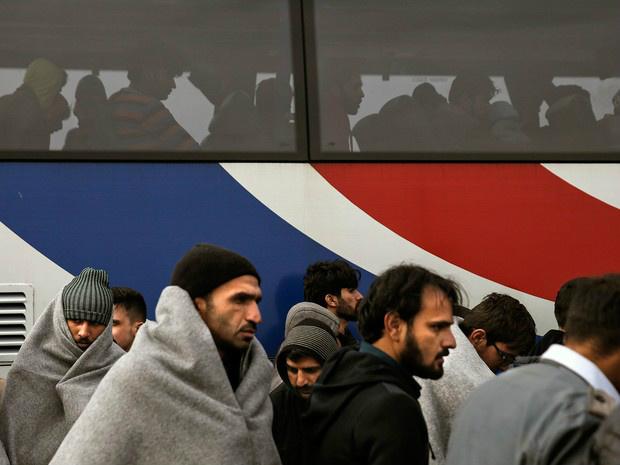 Entre as 127 pessoas, havia sobretudo paquistaneses. Foto: Alkis Konstantinidis/Reuters -