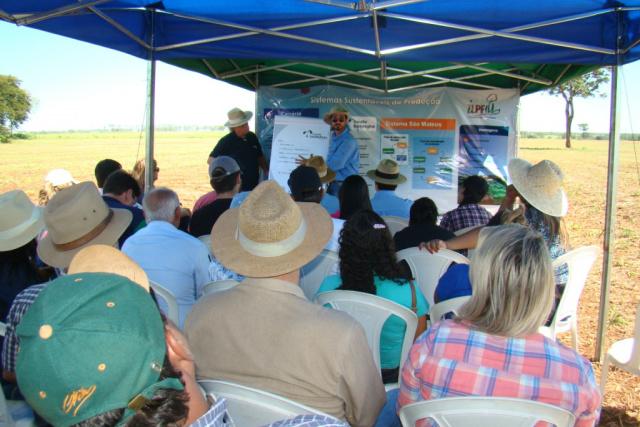 Uma das estações do evento técnico que aconteceu em Selvíria e reuniu mais de 350 pessoas. - Crédito: Foto: Divulgação