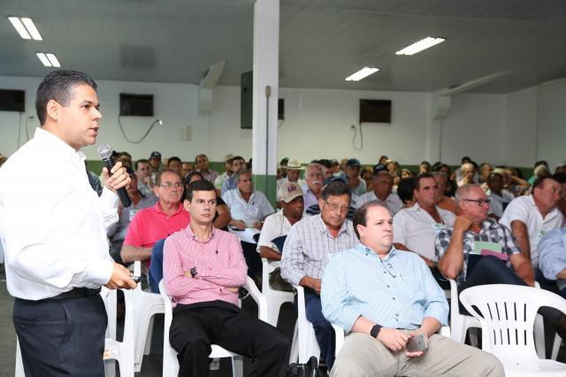 Presidente da Cooperativa de Energização Jorge Luis Soares Barbosa apresenta contas aos associados. - Crédito: Foto: Aparecido Frota