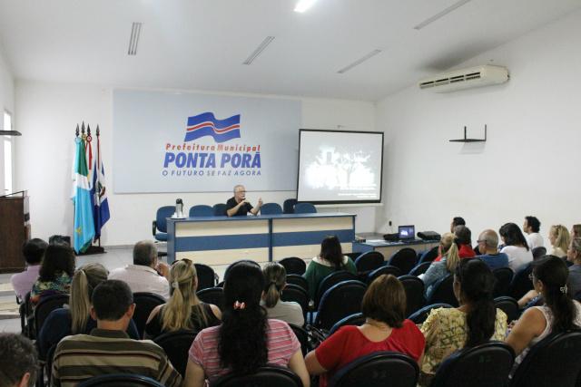 Ricardo Almeida, consultor da Unesco/MinC, apresentou Diálogos da Fronteira, em Ponta Porã; evento reuniu várias pessoas. - Crédito: Foto: Eder Rubens