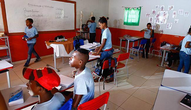 Segundo o Censo Escolar, 932 mil adolescentes deixaram os estudos. Foto: Divulgação -