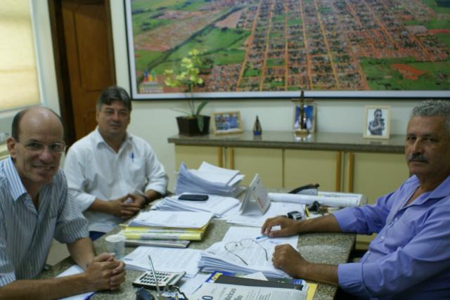 Reunião marcou a prorrogação da participação do município de Caarapó no Conisul. - Crédito: Foto: Dilermano Alves