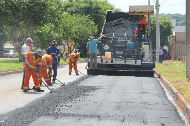 Obras têm garantido emprego e renda a centenas de trabalhadores. - Crédito: Foto: Assessoria