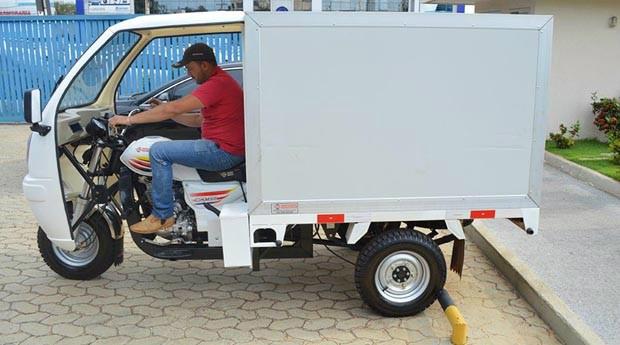 O veículo é movido por uma moto, atinge a velocidade de 60 quilômetros por hora. Foto: Divulgação -