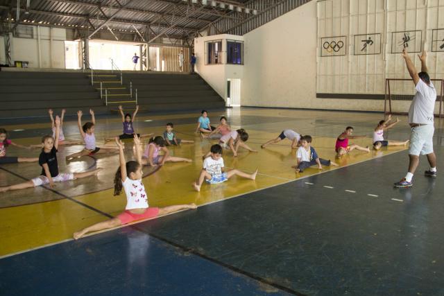 Escolinha de Ginástica Olímpica. - Crédito: Foto: Unigran