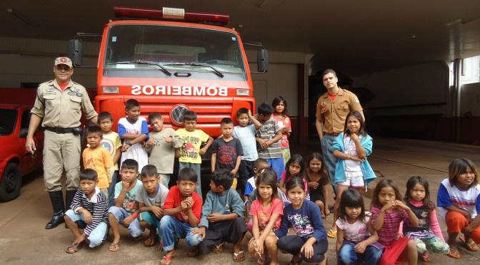 Crianças da Aldeia Bororó de Dourados, durante visita às instalações do  2°GBM. - Crédito: Foto: Divulgação