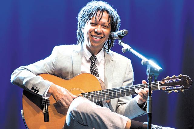 A DZM Eventos está promovendo um mega show com o cantor Djavan, que será no dia 15 de abril no Cerrado Brasil. Informações, 3421-8736 ou 9681-2910 -