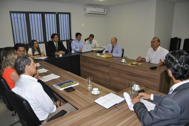 Reunião que firmou acordo entre OAB, MPE e Agetran aconteceu ontem na sede da OAB. - Crédito: Foto: Hédio Fazan