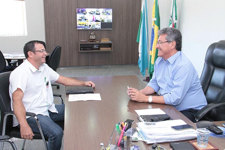 Prefeito destacou atuação do sindicato em prol dos servidores municipais de Nova Andradina. - Crédito: Foto: Thiago Odeque