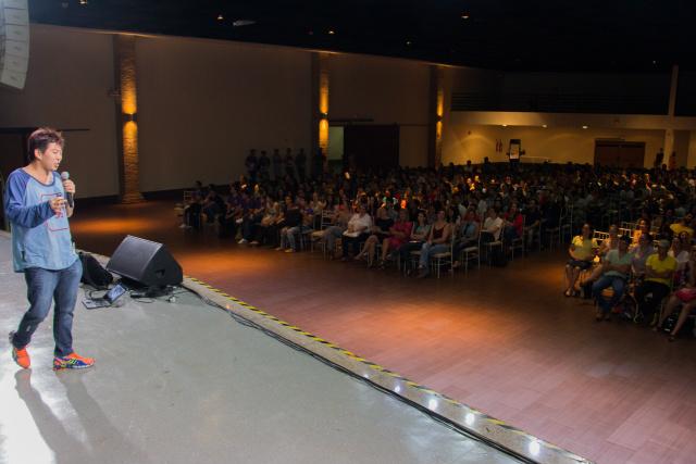 Acadêmicos se reúnem para palestra do publicitário Juliano Kimura. - Crédito: Foto: Divulgação