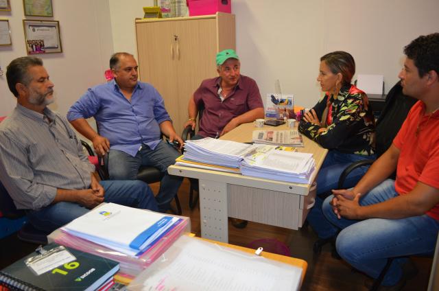 Lideranças do PP, PTN, PMN, PSDC e PSL finalizam os detalhes para o encontro político que será realizado amanhã em Dourados. - Crédito: Foto: Marcos Santos