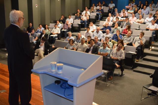 Gustavo Loyola falou na noite de anteontem, em Dourados, sobre economia; convite da Corpal Cred, empresa do Grupo Corpal. - Crédito: Foto: Marcos Santos