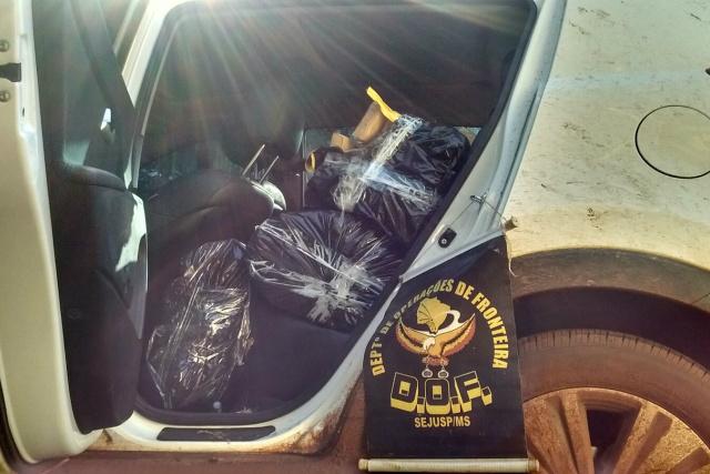 Droga estava em carro com registro de roubo no Rio de Janeiro. - Crédito: Foto: Divulgação