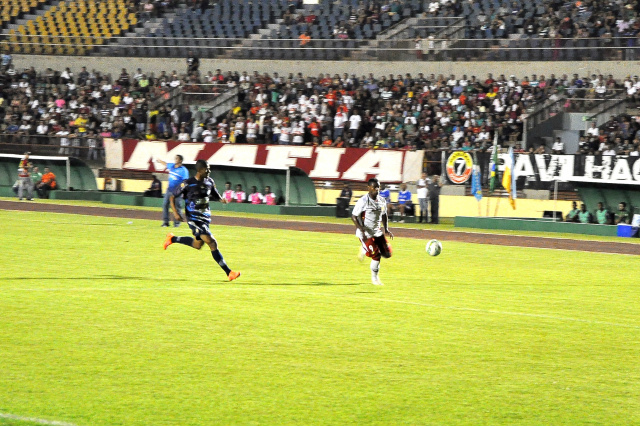 Marcação do Ivinhema e jogo truncado mostraram porque o time do Vale tem 4 empates em 5 jogos. - Crédito: Foto: Luiz Radai