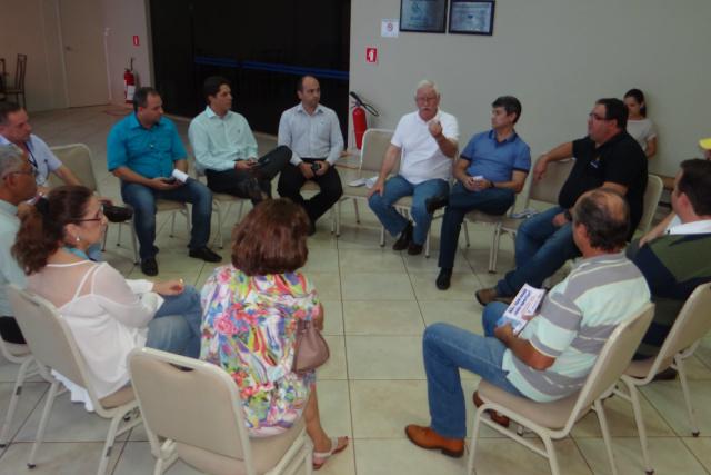 Representantes de entidades reunidos na Aced. - Crédito: Foto: Divulgação