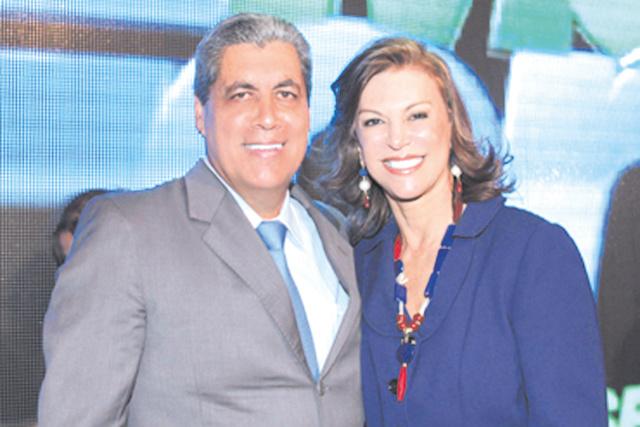 """Destaque para o casal ex-governador  André Puccinelli e sua simpática esposa Beth e meu agradecimento pelo livro de Manuel de Barros denominado """"Pássaros do Pantanal"""" que nos presenteou -"""