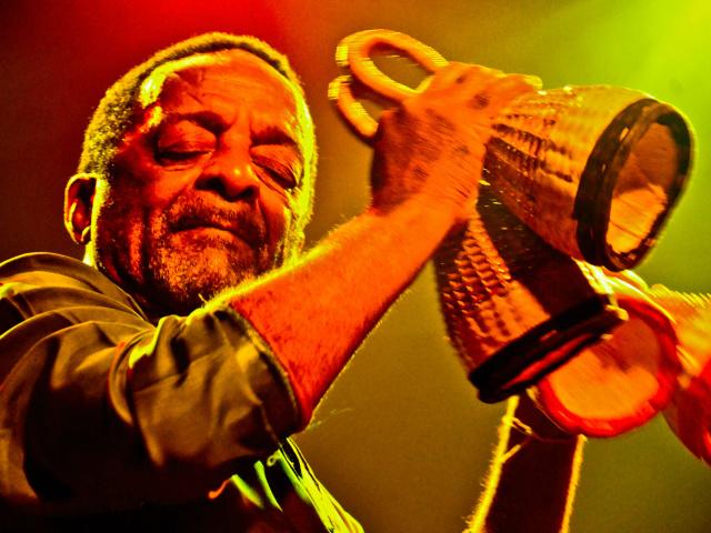 Naná Vasconcelos compôs trilhas sonoras para filmes e recebeu oito Grammys, um dos maiores prêmios de música do mundo. - Crédito: Foto: Itamar Crispim