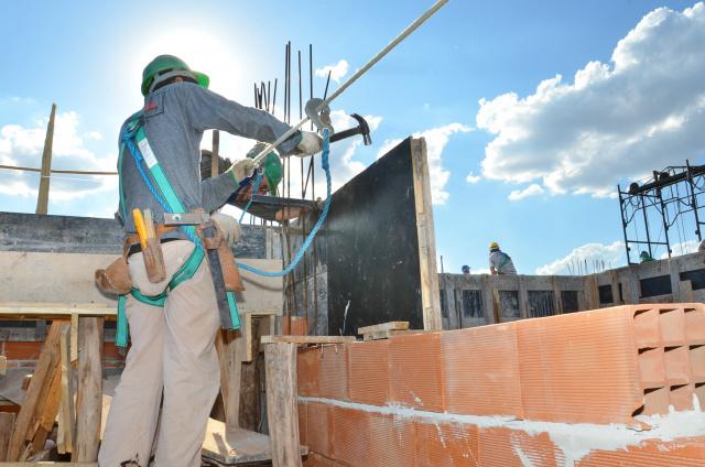 Crise na construção é passageira e  pode melhorar no próximo trimestre. - Crédito: Foto: Marcos Ribeiro