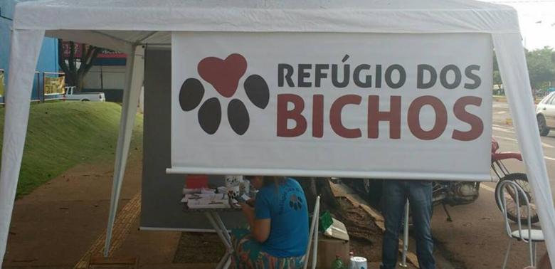 Bazar Refúgio dos Bichos em frente ao Supermercado Extra. Foto: ONG Refúgio dos Bichos -