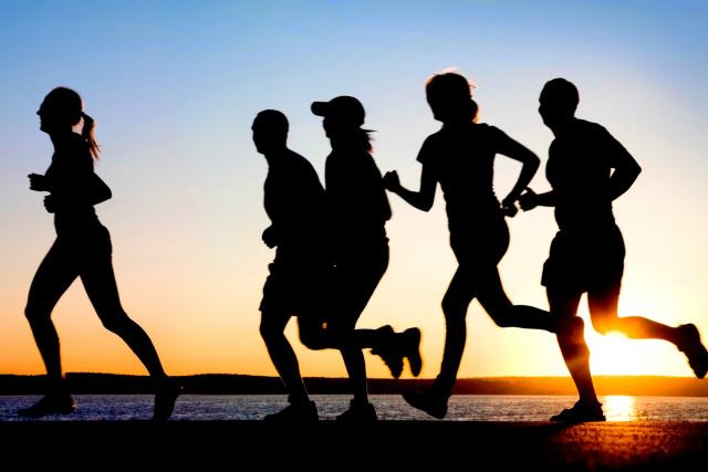 Primeiros horários da manhã costumam ser os de temperatura mais amena e, portanto, os mais recomendados para correr. - Crédito: Foto: Divulgação