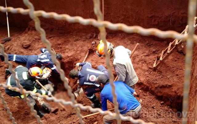 Obra onde um deslize de terra soterrou e matou uma pessoa. - Crédito: Foto: Jornal da nova